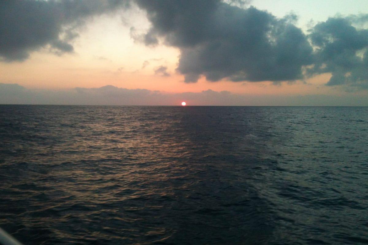 coucher-de-soleil-location-voilier-diamant-bleu-1