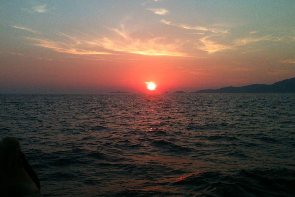 coucher-de-soleil-location-voilier-diamant-bleu-10