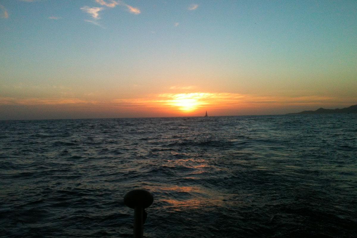 Couchers de soleil en Corse à bord de nos voiliers
