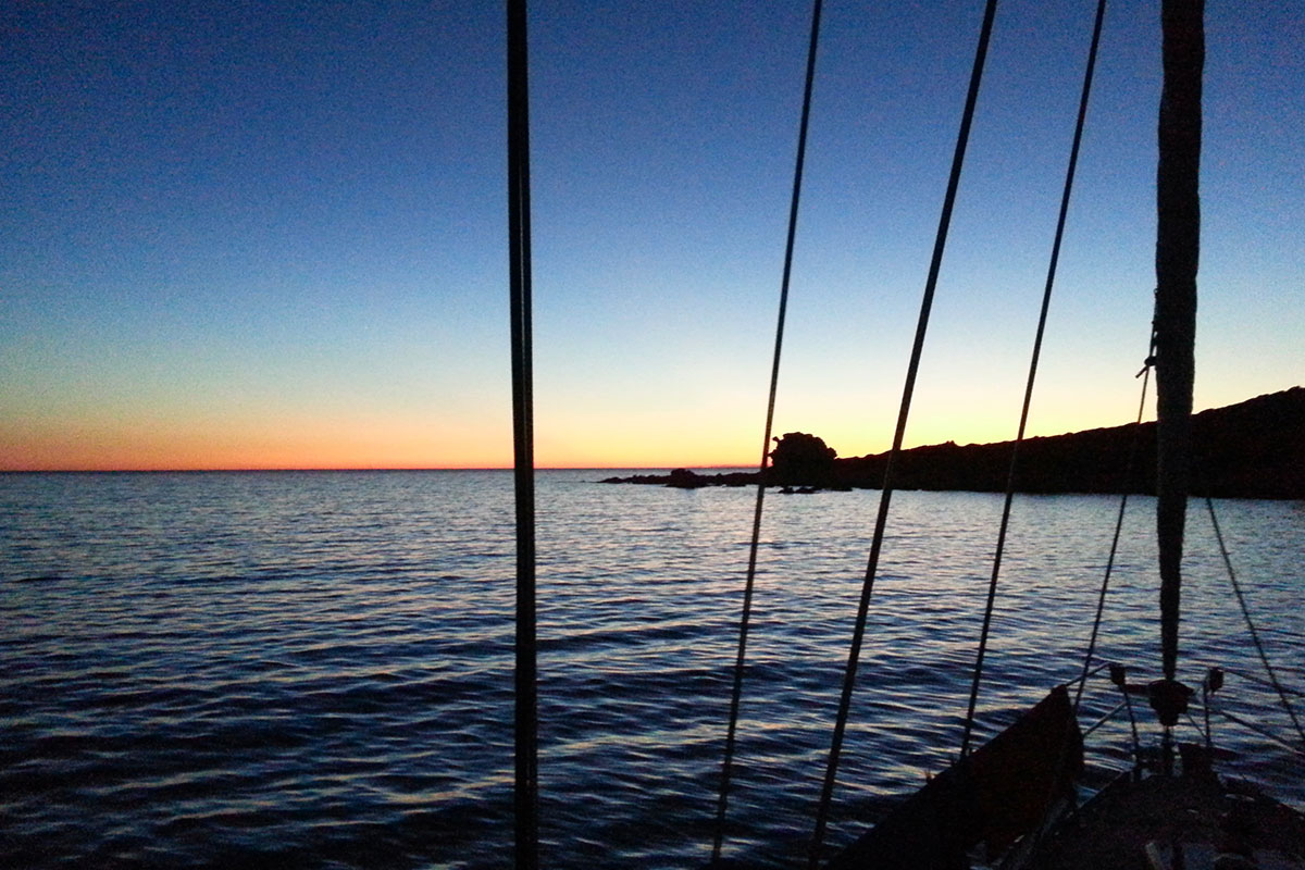 coucher-de-soleil-location-voilier-diamant-bleu-8
