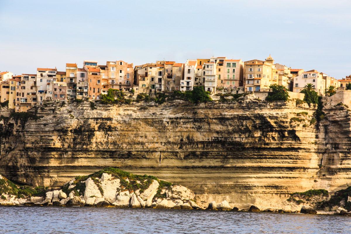 Les paysages de la Corse à bord du voilier Luckystar
