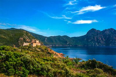 Les paysages de la Corse vu du voilier Luckystar